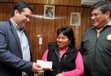 La humilde comerciante Olinda Ramírez quien encontró a la niña Vayoleth, recibió la recompensa de 20 mil soles.